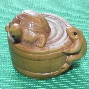 Giapponese-Sottile-Dettagliato-Legno-a-Mano-Treen-Bosso-Netsuke-Tartaruga-E-Rana