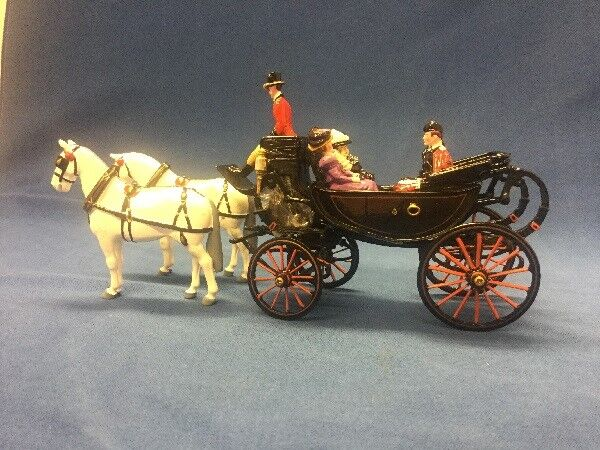 William Britains Queen Victoria in The Royal Barouche with Attendants 00293 Box