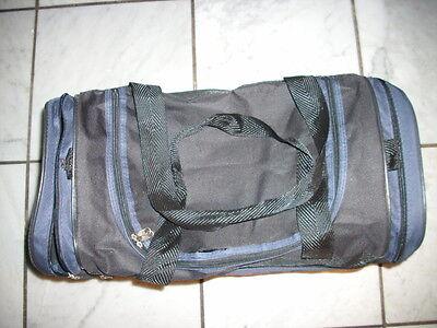 Dunkelblaue Sporttasche