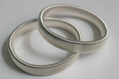 PAIR  SILVER VINTAGE STYLE SLEEVE HOLDERS ARMBANDS STRETCH METAL SHIRT GARTERS