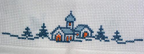 2 Mitteldecken 90x90 cm mit Zählrand Kreuzstich Winterdorf Weihnachten Sticken