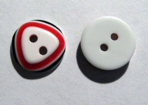 Black /& White 2 hole Round buttons 12mm wide 12 x Triangle Design Red SB5E