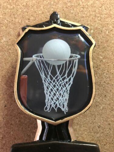 13 cms de hauteur. Netball individuels trophées avec Free Sport Bracelet