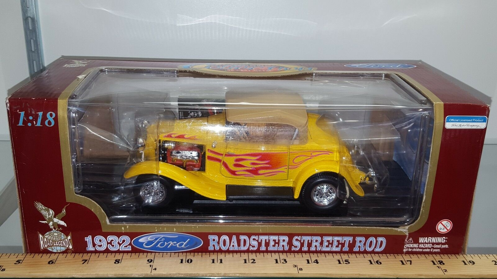 1 18 YATMING ROAD LEGENDS 1932 FORD ROADSTER STREET ROD YELLOW with FLAMES rd