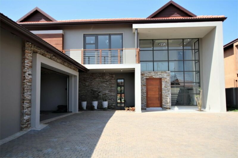 SOPHISTICATED STYLISH 4 BEDROOM HOME