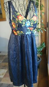 JOHNNY-WAS-Simply-STUNNING-Navy-Embroidered-Silk-Dress-Tie-Waist-Suit-10-12
