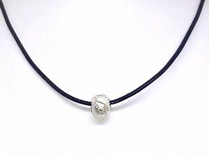 collier homme cuir long