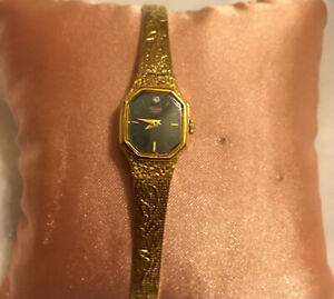 LADIES GOLD TONE PULSAR WRISTWATCH WITH BRACELET STRAP SAFETY CHAIN NEW BATTERY