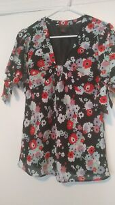34-Chadwicks-short-sleeve-flower-top-Size-6-Nwt