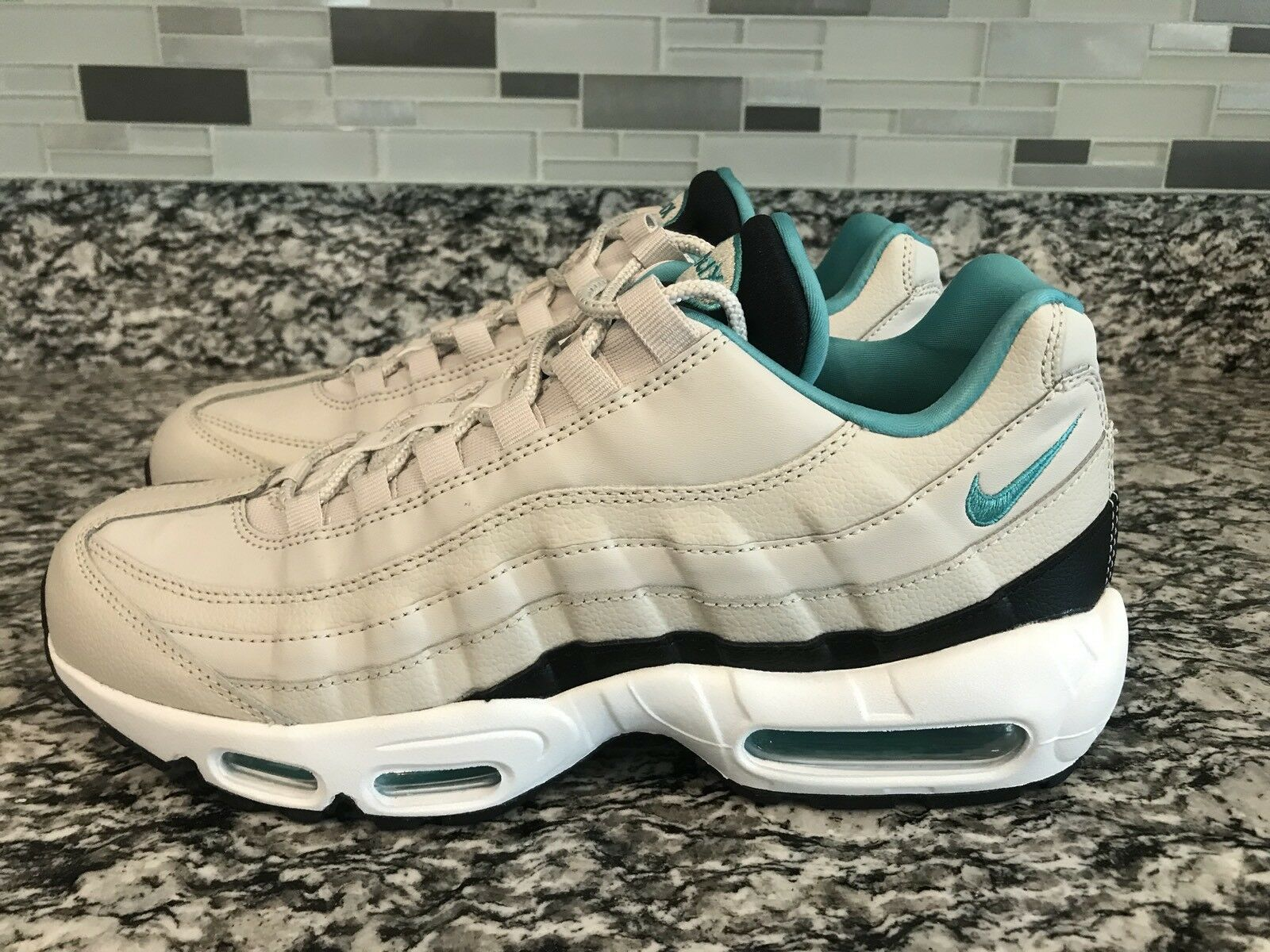 5243f969be New Men's Sz 9 Air Max 95 Essential Light Bone Sport Turqouise 749766-027