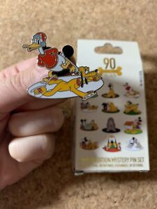Disney-Pluto-90th-Anniversary-Donald-Ice-Skating-Mystery-2020-Pin-LE-1000