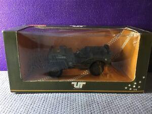 UT-Models-Jeep-Offroad-Classics-Original-Box-1-18-Metal