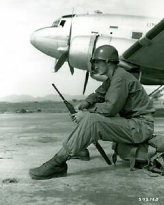 US-Soldier-with-C-47-plane-at-Ashiya-Air-Force-Base-8-034-x-10-034-Korean-War-Photo-17