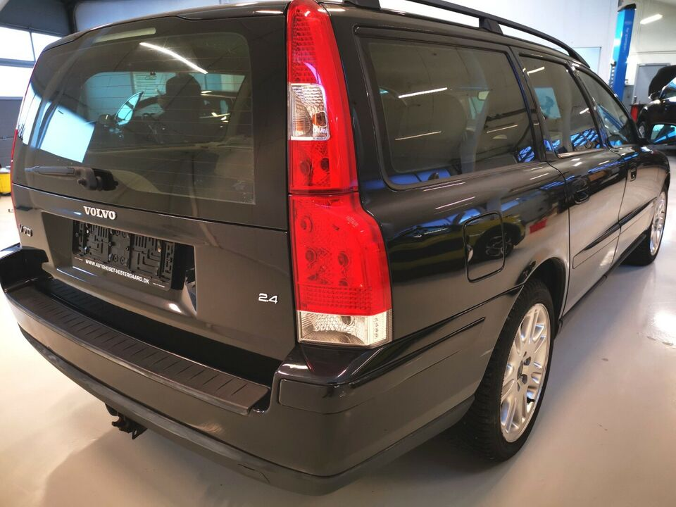 Volvo V70 2,4 140 Momentum Benzin modelår 2005 km 259000