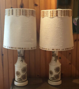 Awesome-Pair-Of-Mid-Century-MCM-Brown-Ivory-Table-Lamps-With-Shades-Flowers