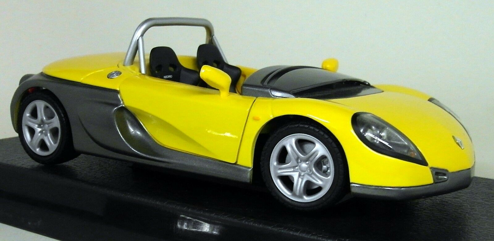 Anson 1 18 Scale 30388 Renault Sport Spider Yellow   Grey Diecast Model Car