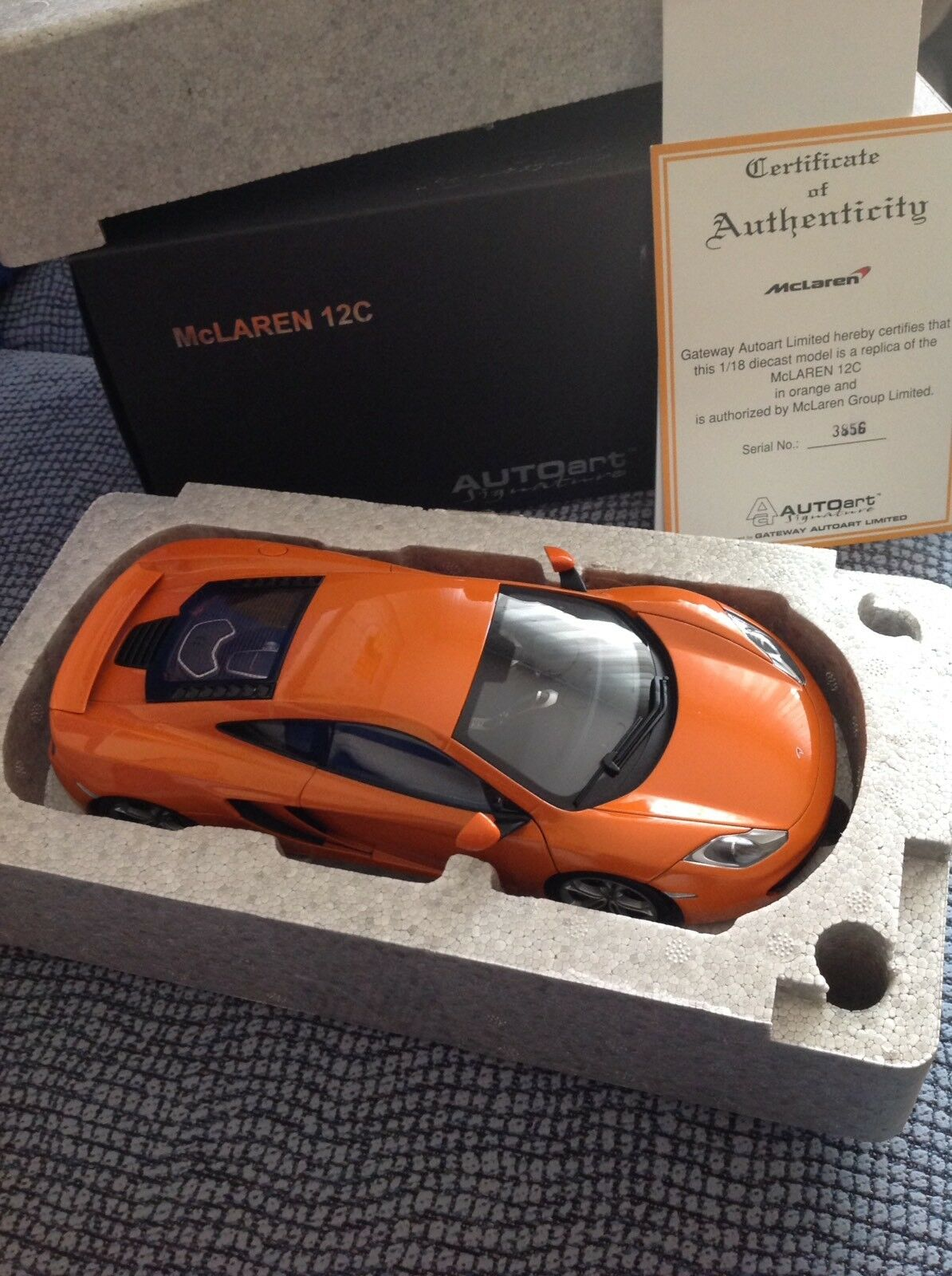 1 18 AUTOart McLaren MP4-12C (orange) 76006