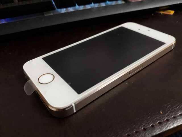 Apple iPhone 5s 16GB - A1457 Gold Unlocked Phone - Has Apple Lock read first