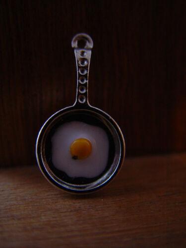 Maison de poupées échelle Chrome Métal Poêle avec un œuf!!! Fry jusqu 'en 2019!!!