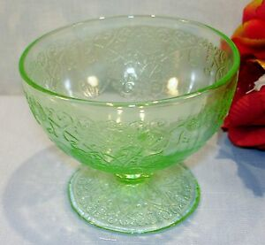 Green-Depression-Glass-Hazel-Atlas-Florentine-No-1-Footed-Sherbets