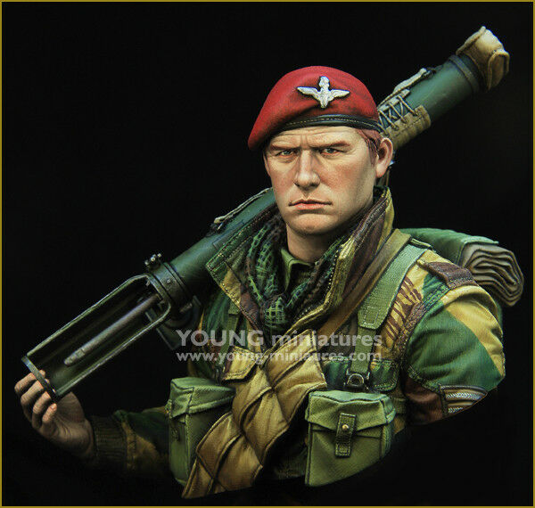 Young Miniatures British Paratrooper + Piat gun WW2 1 10th YM1871 Unpainted kit