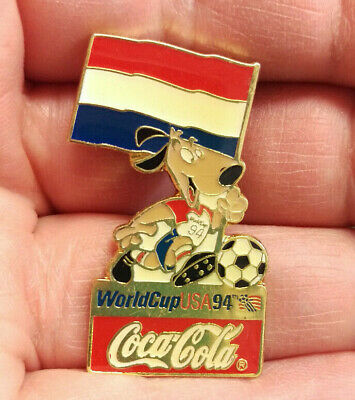 VINTAGE 1994 WORLD CUP SOCCER COCA COLA GOLD COKE BOTTLE /& PIN