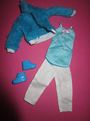 156) Turchese Giacca + Pantaloni Bianchi + Türkises Top + Scarpe Barbie Tra L'altro 29cm Bambole Moda-mostra Il Titolo Originale Materiali Superiori