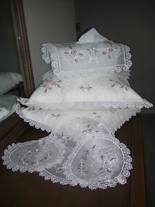 Country-Roses-Set-3-Lace-Doilies-1-Tissue-Box-2-Cushion-Covers-Lovely-Xmas-Gift