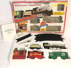 Santa-Fe-Special-Electronic-Train-Set-No-6062-With-Lights-Sounds-amp-Smoke-Boxed
