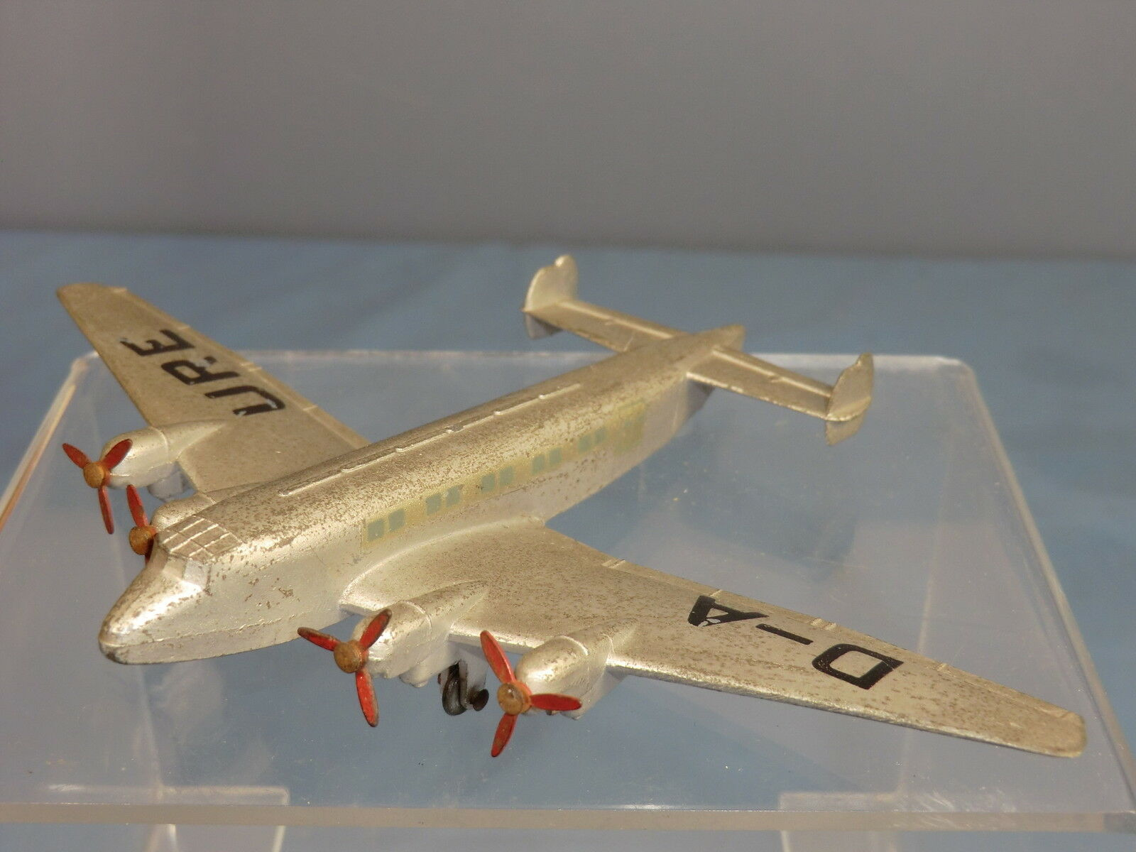 DINKY TOYS MODEL No.62n .               JUNKERS   JU90  AIRLINER