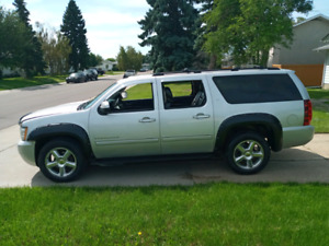 CHEVROLET-SUBURBAN-LT-4WD- 8SEATS-LEATHER-SUNROOF-165KMS-RUNS-AM