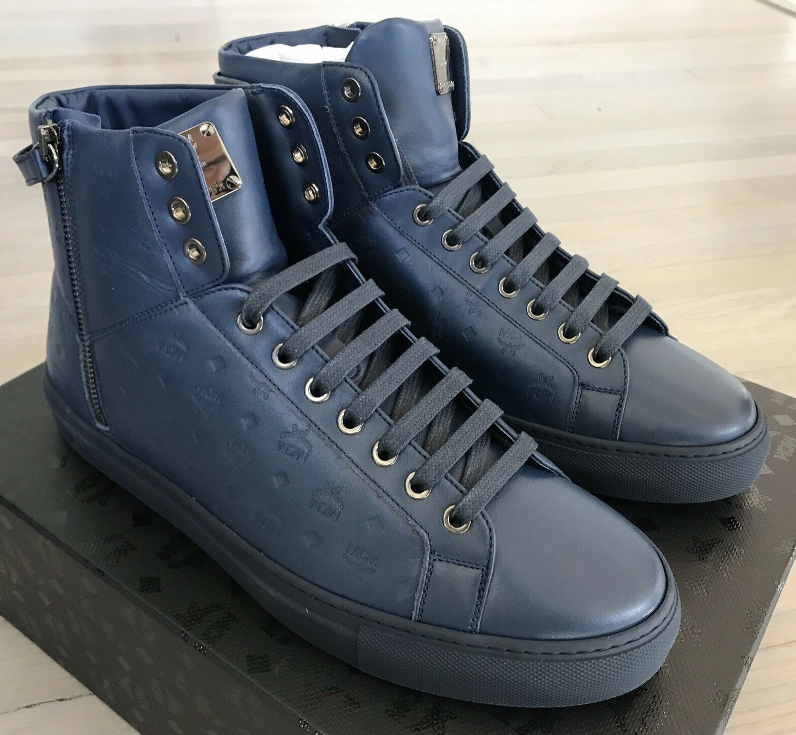 600  MCM Navy Blue High Tops Pelle  size   12 Made in Italy