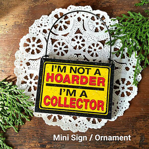 Mini-Sign-HOARDER-COLLECTOR-Peg-Hanger-Pickers-Junk-Wood-Ornament-Gag-Gift-NEW