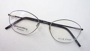 Titanbrille-Damen-Fassung-nickelfrei-stabil-leicht-zierlich-schwarz-frame-size-S