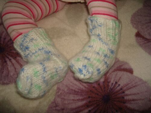 hand knitted baby socks 0-3 months