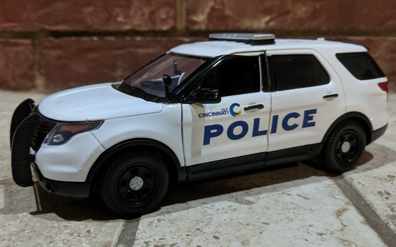 Todos los productos obtienen hasta un 34% de descuento. Cincinnati OH policía Personalizado 1 24 24 24 Escala Motormax utilidad de policía Ford Interceptor  venta