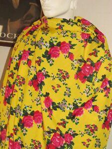 Rare-Tissu-viscose-et-soie-imprime-roses-rouges-fond-jaune-vendu-au-metre