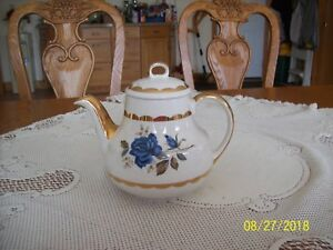 Mayfair-Gibson-Staffordshire-England-Blue-Rose-Vintage-Porcelain-China-Teapot
