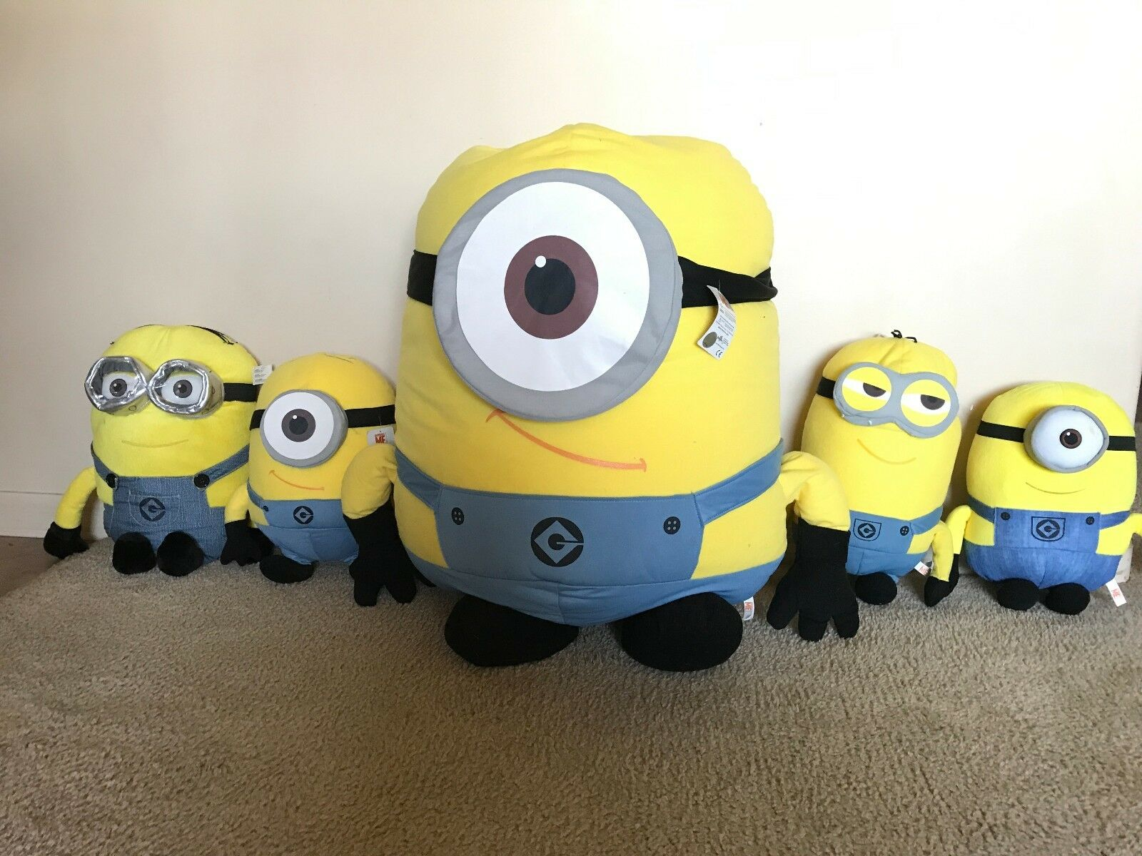 5X Despicable Me Plush Dolls ranging in size from from from 15  to 43  inches 68f7f5