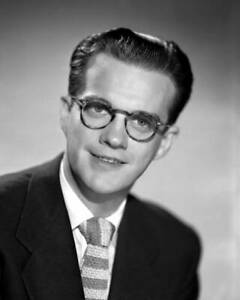 OLD-CBS-RADIO-PHOTO-Bill-Cullen-Host-Of-The-Cbs-Game-Show-Winner-Take-All-2
