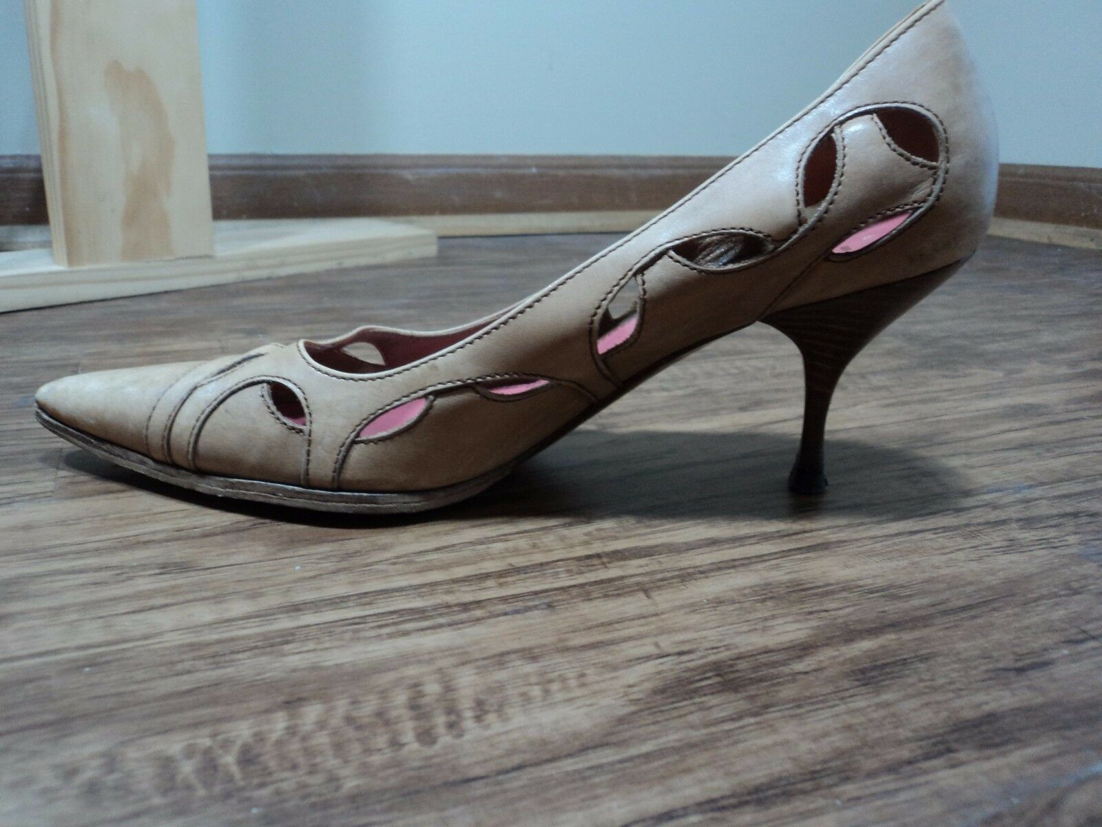 Prada Toe Vero Cuoio Bone Pointed Toe Prada Kitten Heel Stilletos, Size 36.5 (6.5) Elegant d71c6e