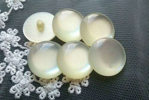 6 Large Moonglow Pearl Vintage Buttons 2.3 cm Cream