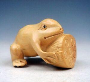 Boj Tallado a Mano Adorno Escultura Miniatura Rana Abrazándose Lotus Core