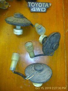 1-Brake-Master-Cylinder-Reservoir-Cap-84-89-Toyota-Pickup-4Runner-round-plugwire