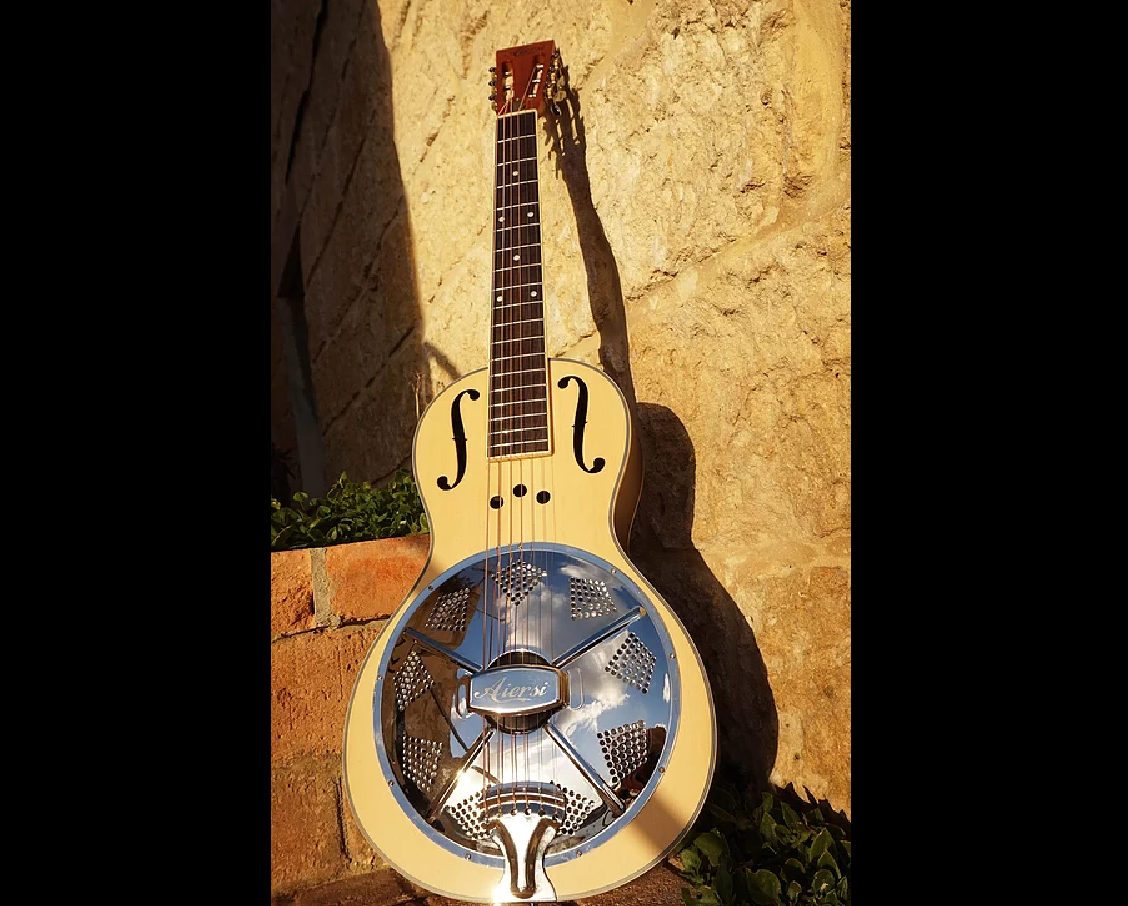 Aiersi Spruce Top, Mahogany Body F Hole Parlor Resonator Guitar