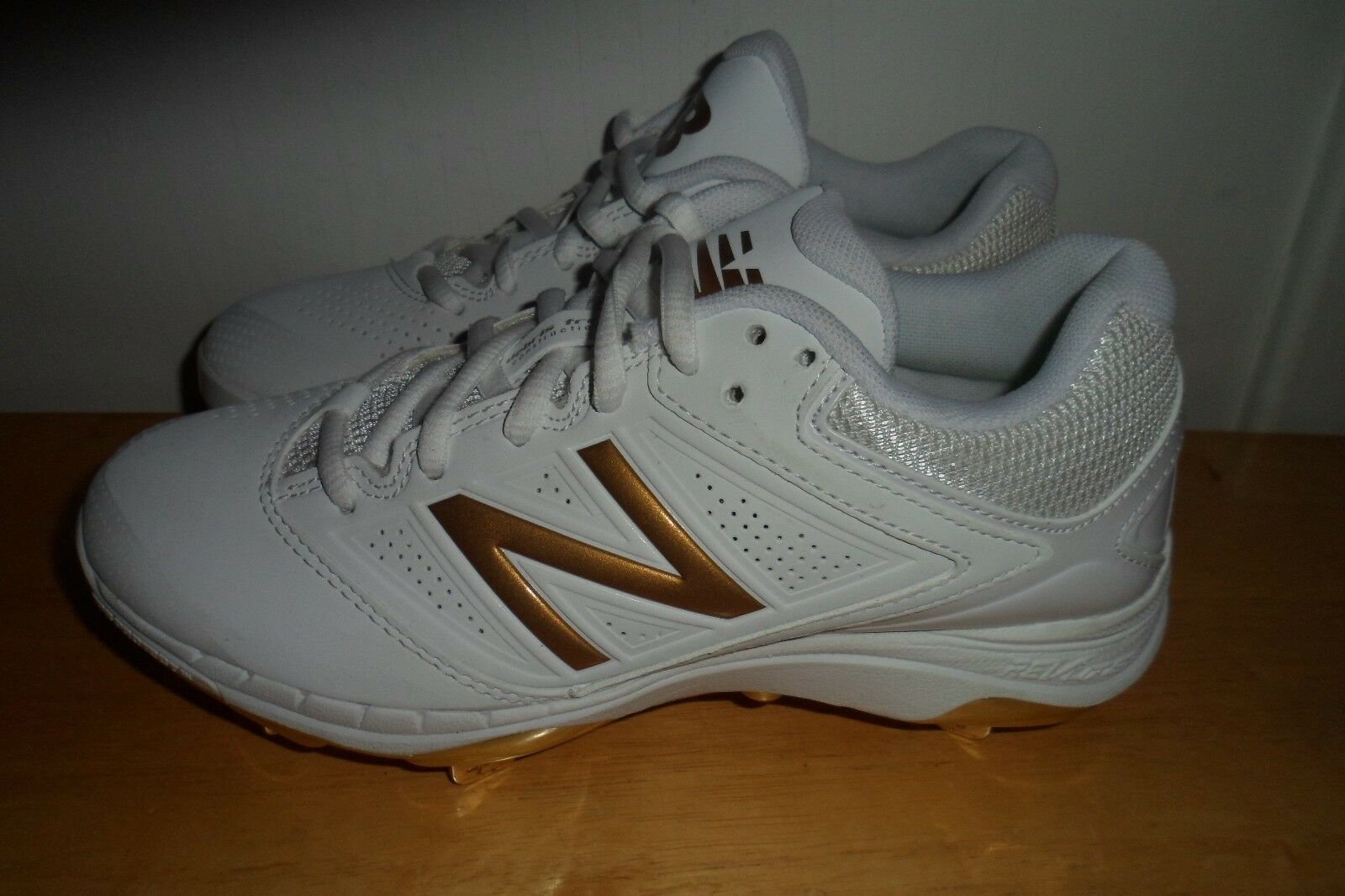 NWOT  2017 New Balance Low Fastpitch Metal Cleats SM4040X1 4040v1 gold 5 B