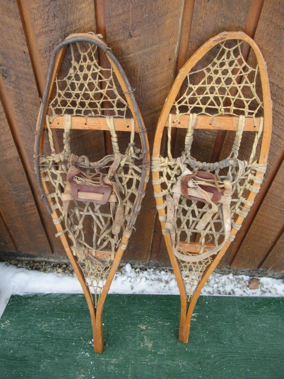 OLD Snowschuhe 36  Long x 10  Wide One Leather Bindings Great for DECORATION