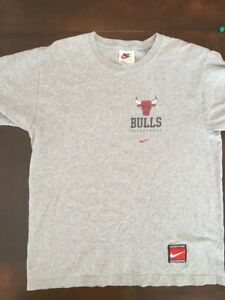 7c8e933efc20 Vintage 1990 s Nike Chicago Bulls Boys T Shirt Youth XL Distressed ...