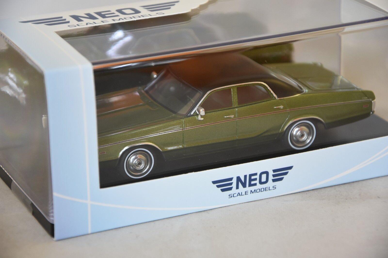 NEO 46725 - Dodge polara Sedan verde metal   nero 1972  1 43