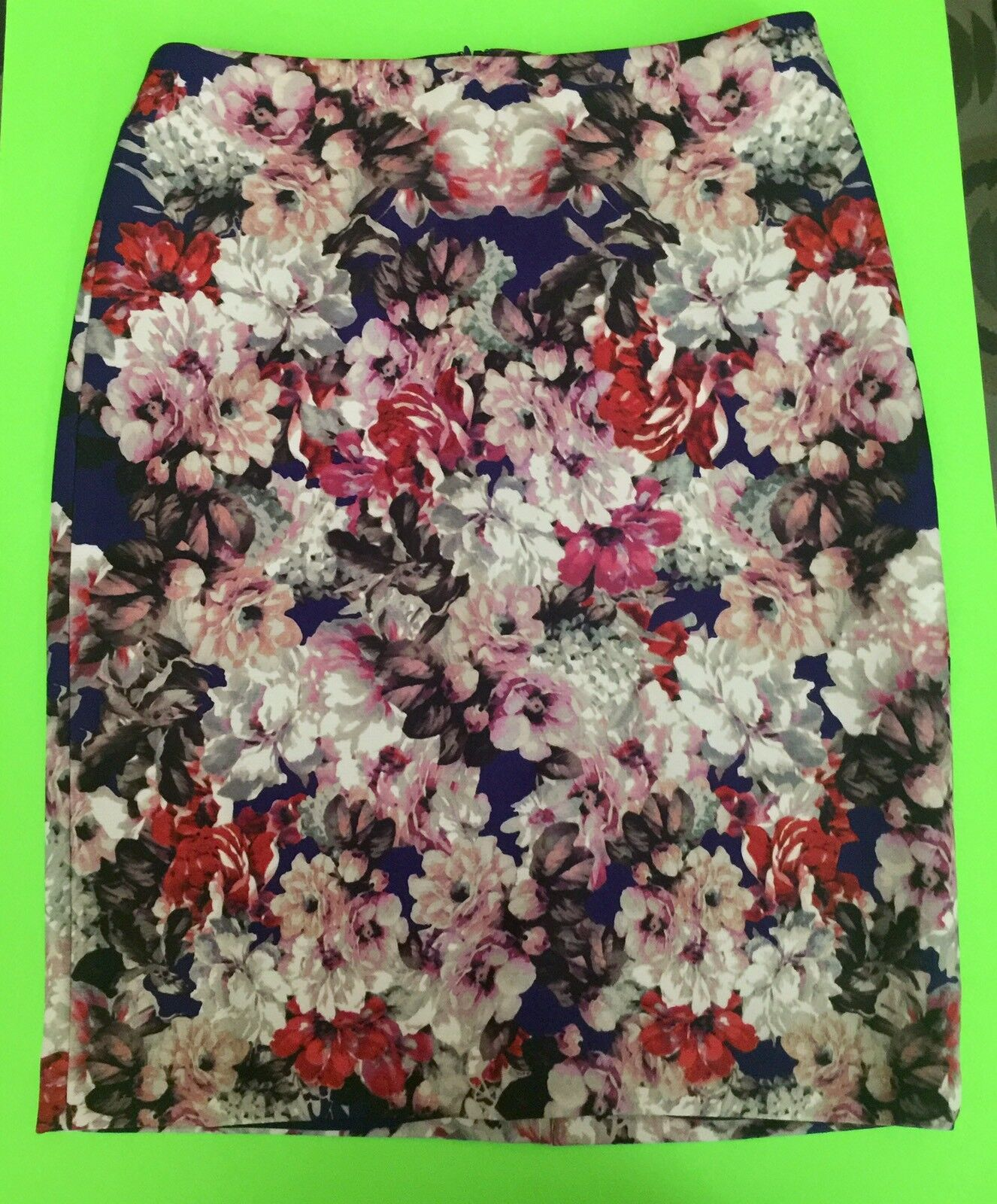 TALBOTS -  Women Floral skirt, Size  8, 1 ONLY